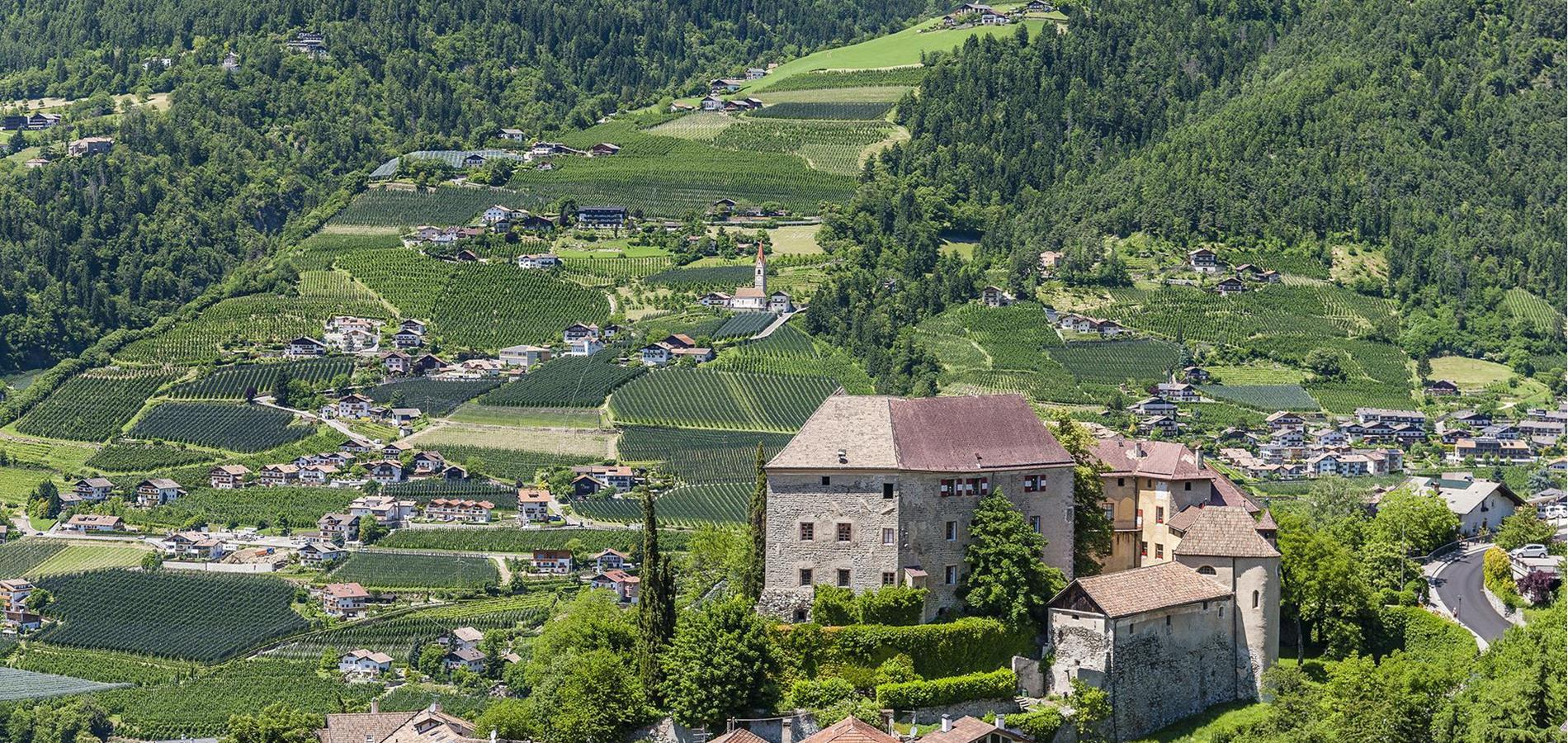 Tourist Attractions in Historical Scena in South Tyrol