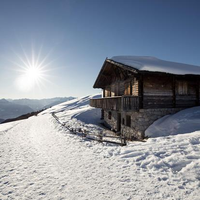 A magnificent winter landscape awaits hikers in Hafling - Vöran - Merano 2000
