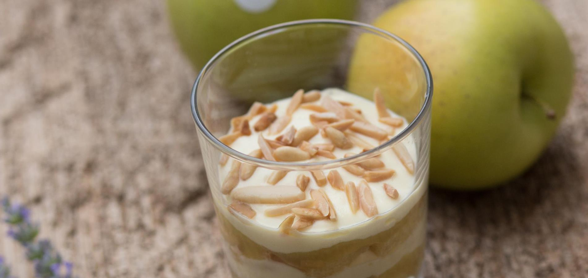 Apple tiramisù in glass