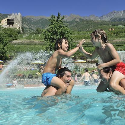The Naturno adventure pool offers fun and relaxation for the whole family