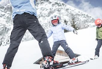 Family Weeks with ski school for kids | March