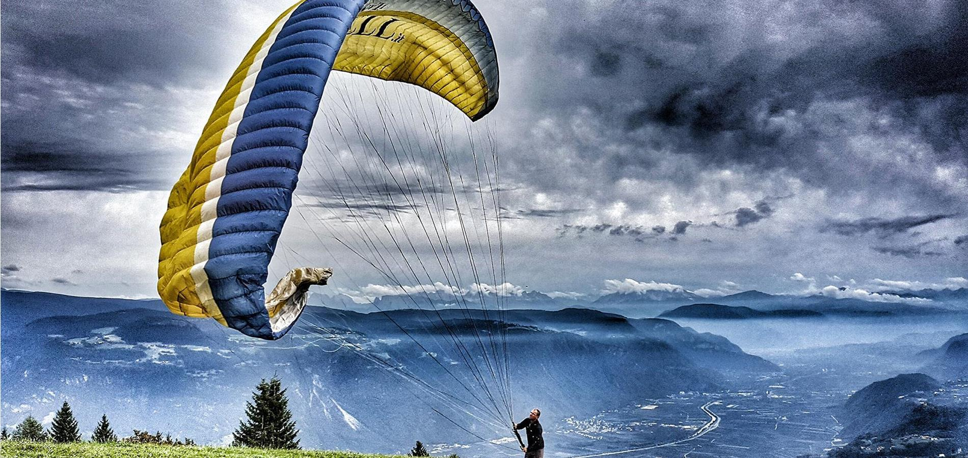 Paragliding in Lana and Environs
