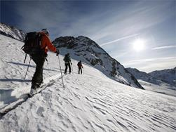 Introductory ski tour on the Schnalstal Valley Glacier