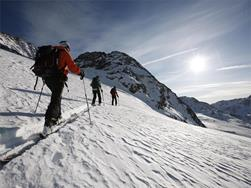 Alpine ski excursion for beginners on the Senales Valley Glacier
