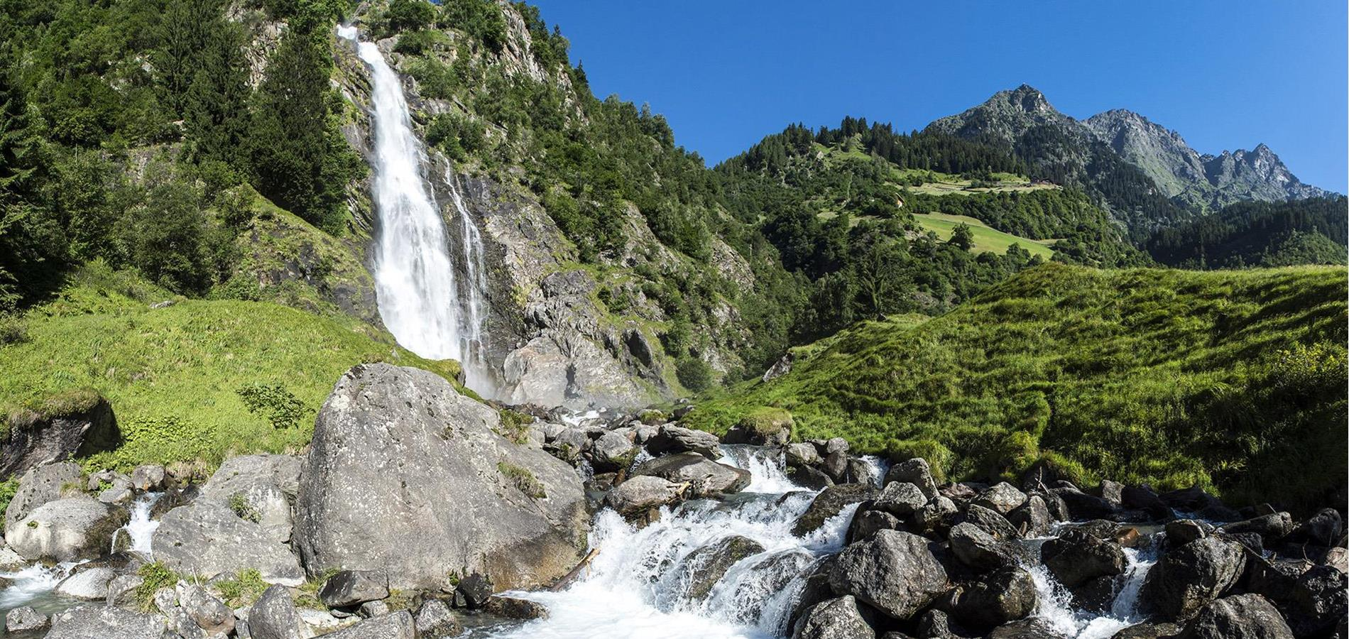 The Spectacular Parcines waterfall – A Natural Marvel