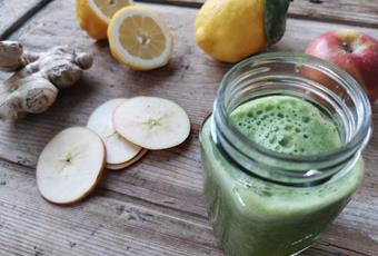 Apple Parsley Green Smoothie